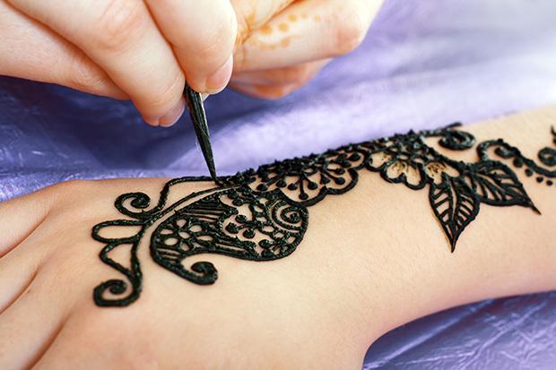 Temporary Black Henna Tattoo: Black Henna Tattoos